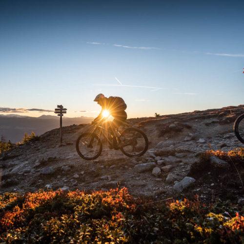 Wandbild Sonnenaufgang Mountainbiker